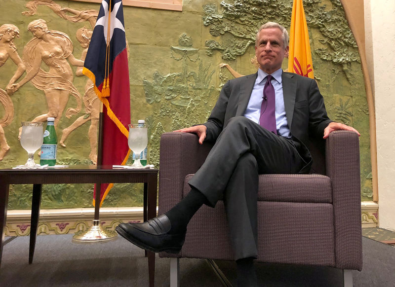 © Reuters. FILE PHOTO: Dallas Federal Reserve Bank President Robert Kaplan poses at a luncheon in El Paso