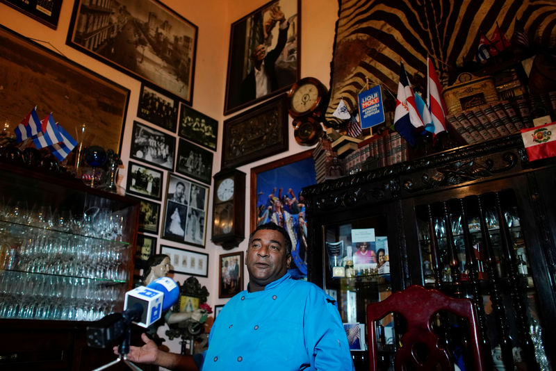 © Reuters. Carlos Cristobal Marquez, owner of the private restaurant San Cristobal gives an interview in Havana