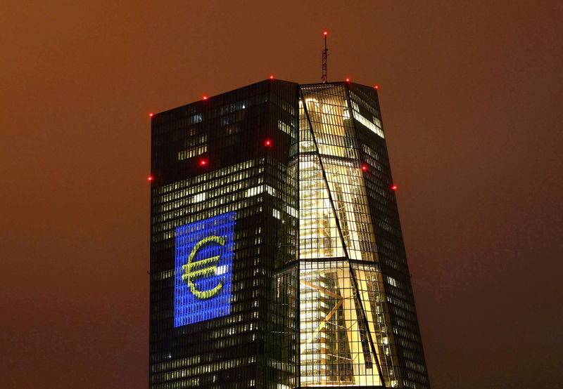 © Reuters. FILE PHOTO: Headquarters of the European Central Bank (ECB) are illuminated with a giant euro sign in Frankfurt