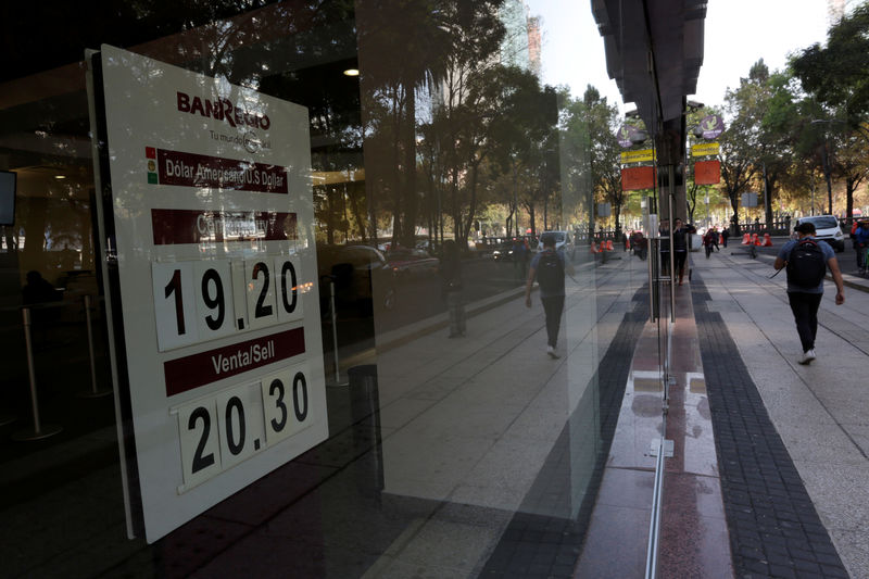 Foreign bond buyers lift Mexico peso despite trade threats, downgrades By Reuters