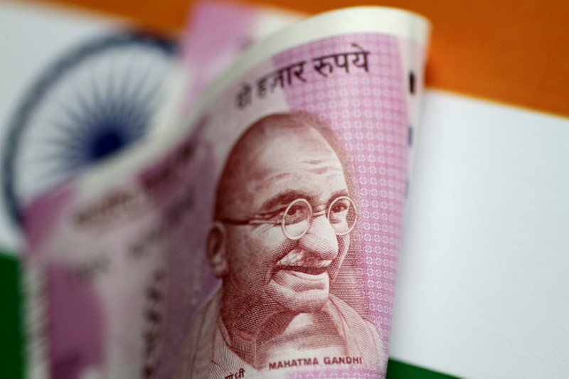 © Reuters.  Indian minister says no rethink on overseas sovereign bonds: report